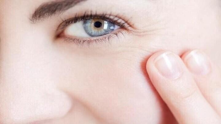 الخيار لمكافحة التجاعيد حول العينين