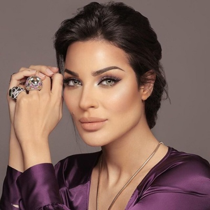 أي مجوهرات هي المفضّلة لدى نادين نجيم؟