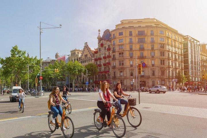 السياحة في برشلونة على متن الدرَّاجة الهوائيَّة او الباص