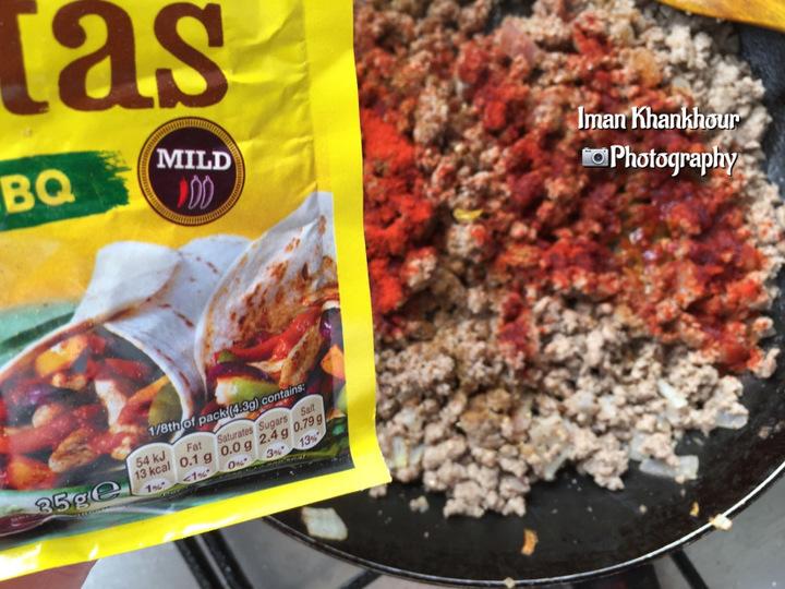لازانيا بالباذنجان و اللحم المفروم مع الصلصة الحمراء بنكهة الفاهيتا