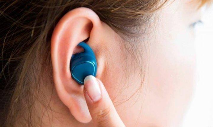 تحذيرسماعات الأذن وعلاقتها بالسرطان