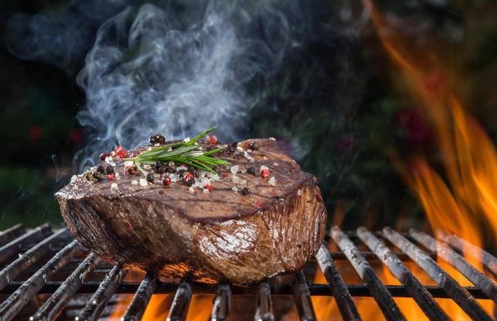 هذا هو المكون الذي يجعل اللحم طرياً بعد الطهو... لم تستخدميه يوماً