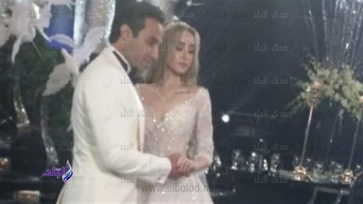بدء مراسم حفل زفاف احمد فهمى وهنا الزاهد .. شاهد
