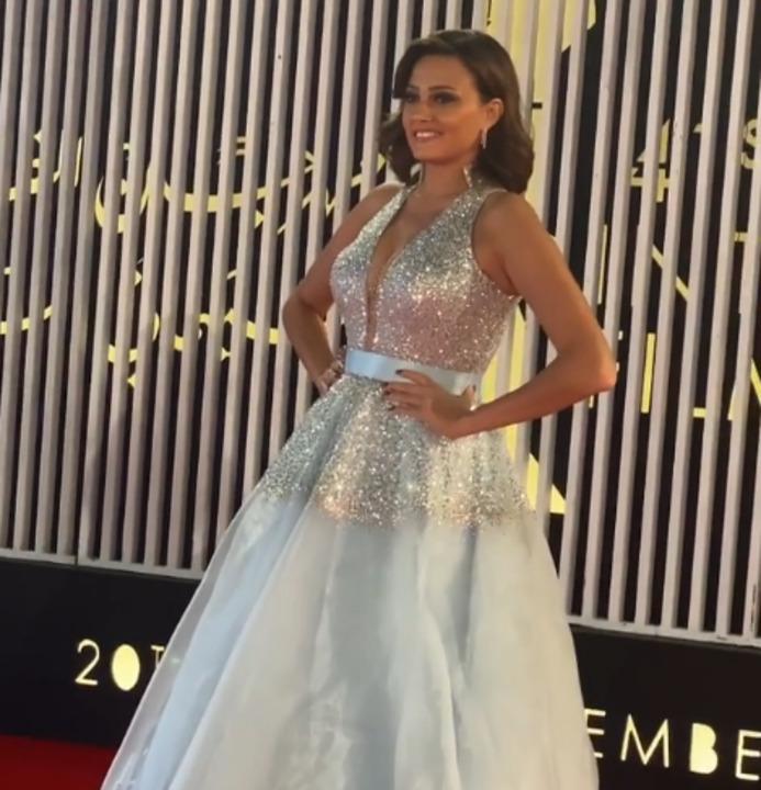 بالأبيض | بشرى تطل كـ العروس فى حفل افتتاح مهرجان القاهرة السينمائي