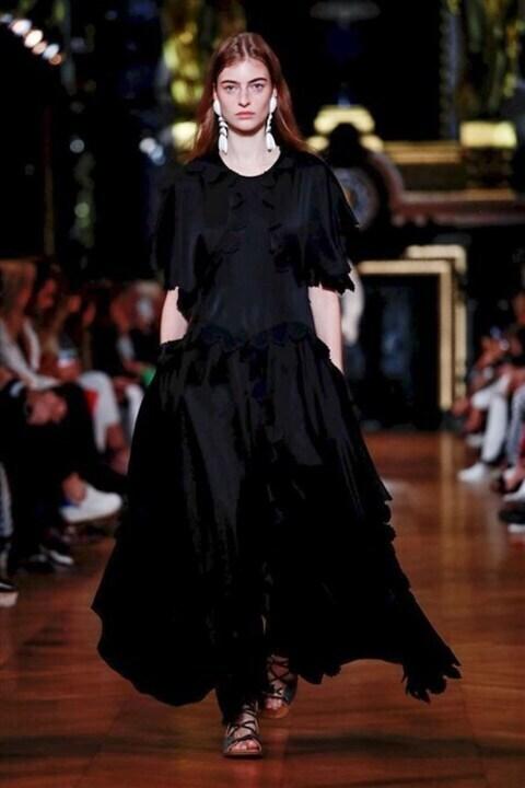 أزياء ستيلا مكارتني ربيع وصيف 2020 صديقة للبيئة وتعكس قوّة المراة!