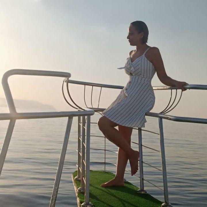 صور اطلالات النجمات على البحر في الإجازة الصيفية