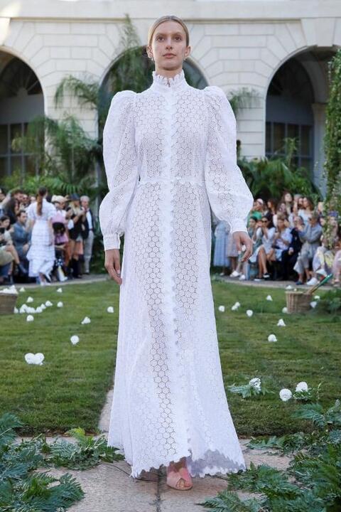 أجمل فساتين زفاف من أسابيع الموضة 2020