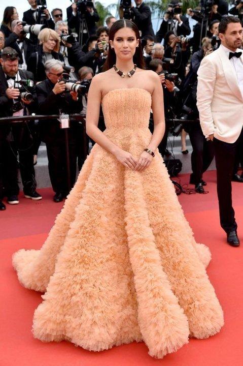 أزياء لبنانية على طريقة النجمات العالميات