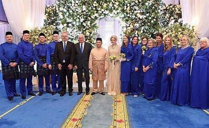 شاهد .. زفاف أسطورى لـ ولي عهد ماليزيا على جميلة سويدية في قصر أثري