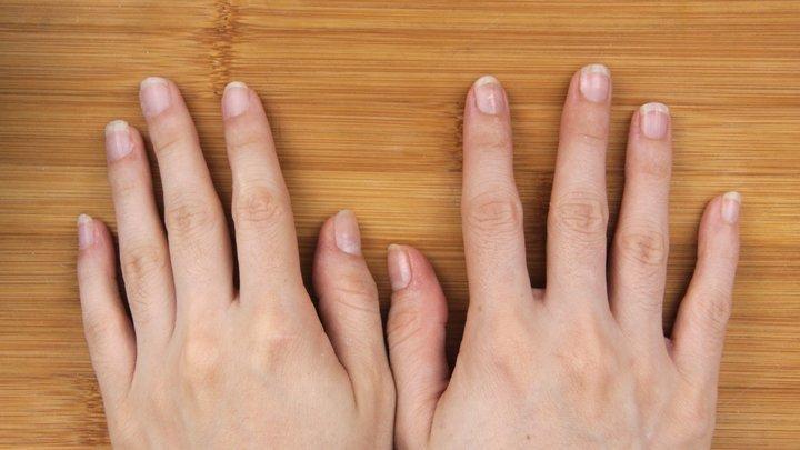 5 طرق آمنة لإزالة المناكير من دون استخدام مُزيل طلاء الأظافر