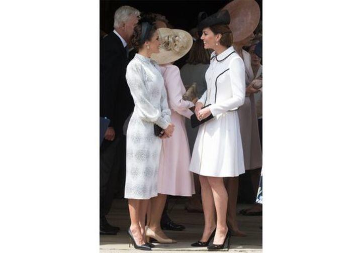 إطلالات متشابهة لكيت ميدلتون والملكة ليتيزيا خلال مراسم اليوم السنوي لفرسان الرباط