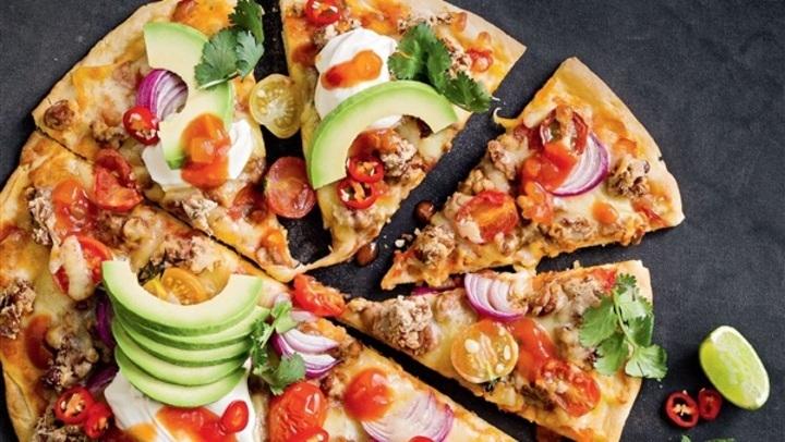 جددي سفرتك.. طريقة عمل بيتزا الفول بصوص البيستو