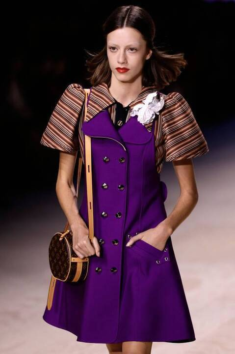 لوي فويتون يكرّس الفساتين العصريّة الأنيقة لصيف 2020