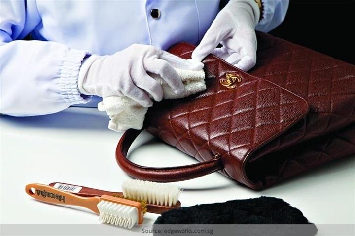 احذري الماء.. 3 طرق آمنة لتنظيف الحقيبة الجلد