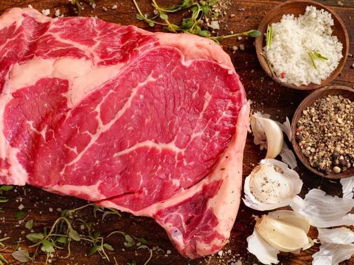 خطر اللحوم الحمراء والبيضاء على الكولسترول في دراسة جديدة