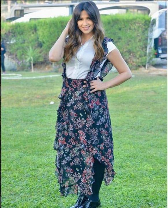 فستان ياسمين عبد العزيز بـ 1750 دولارًا وهذه أبرز اطلالاتها