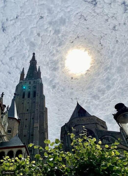 لقطة رائعة لسماء ملبدة بالغيوم تحمل تشابهاً مذهلاً مع لوحة لفان غوخ