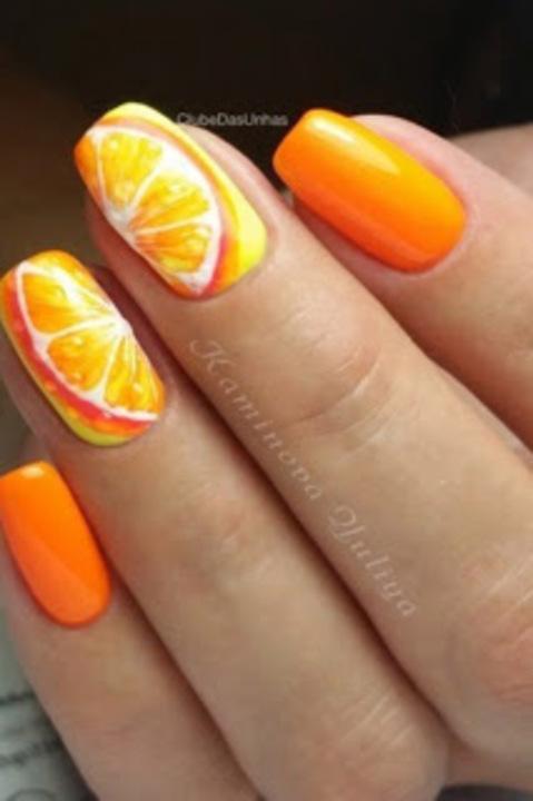 للشخصيات الجريئة البرتقالي هو لون المناكير الأجمل لأظافرك هذا العام