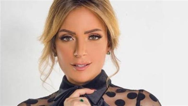 فستان أسود قصير.. ريم البارودي بإطلالة أنيقة في حفل زفاف صديقتها