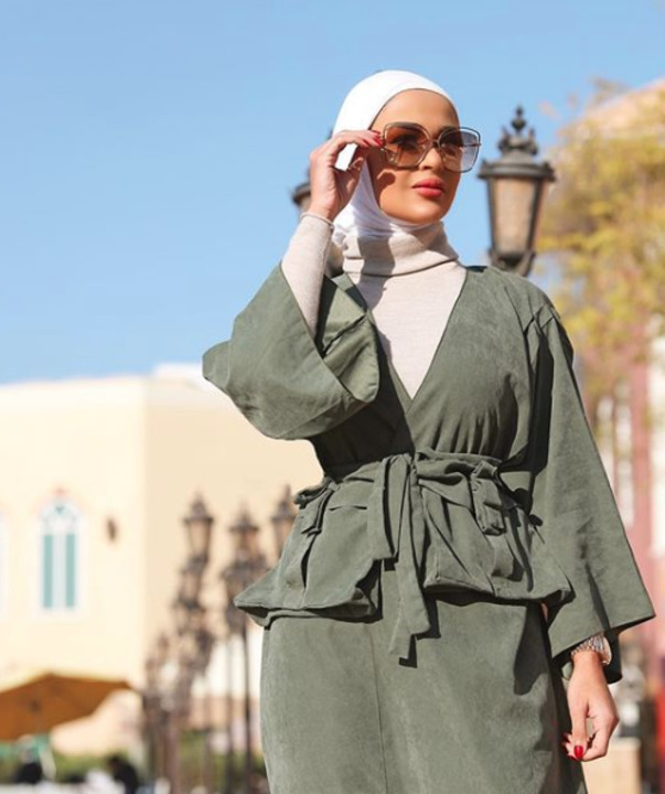طرق تنسيق النظارات الشمسية مع ستايل الحجاب