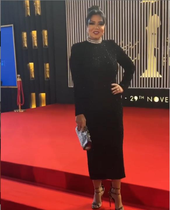 مكشوف من الظهر | رانيا يوسف تخطف الأضواء بافتتاح القاهرة السينمائي (فيديو)
