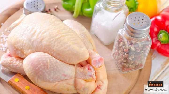 كيف يسبب غسل الدجاج النيء التسمم الغذائي وما البدائل المتاحة؟