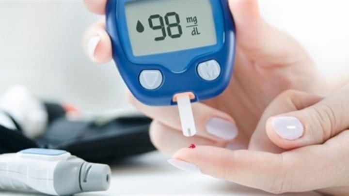 أعراض ظهور مرض السكري للنساء بعد سن الأربعين.. وطرق الوقاية منه