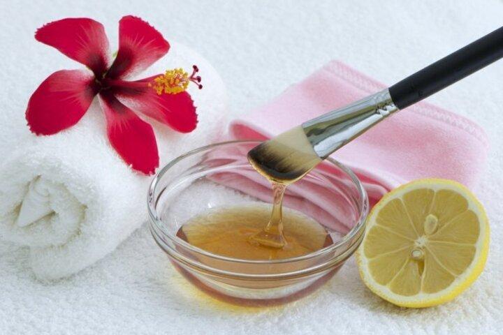خلطة العسل والليمون لازالة الرؤوس السوداء بالوجه نهائيا