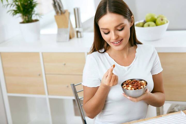 هل يساهم تناول المكسّرات في زيادة الوزن أو خسارته؟