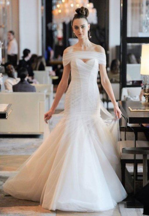 فساتين زفاف trumpet من اسبوع الموضة العرائسي في نيويورك موضة 2020