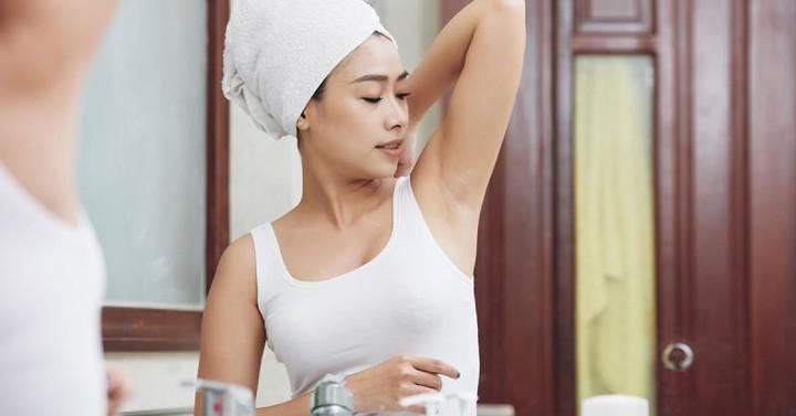 نصائح لحلاقة شعر الإبط بطريقة آمنة دون اسمرار الجلد
