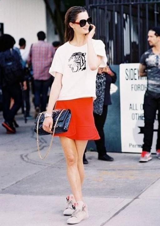 اللون الأحمر البرتقالي اخر صيحات الموضة