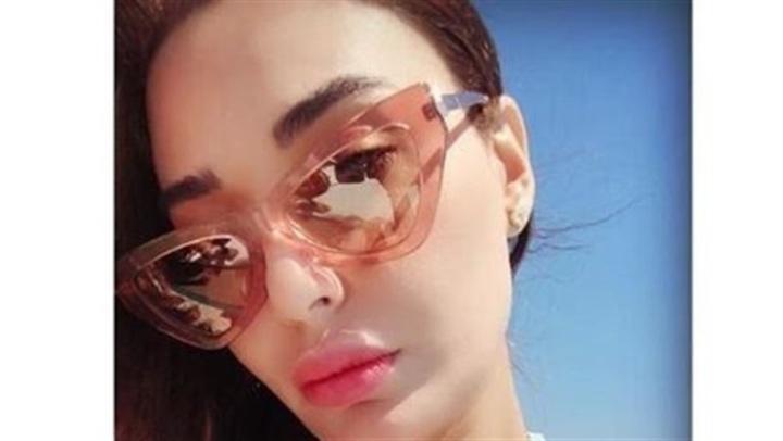بـ مايوه ذهبي وبدون مكياج .. سيرين عبد النور تبهر متابعيها على شواطئ اليونان