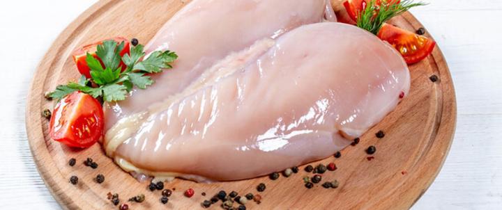 طريقة سلق الدجاج بالخطوات