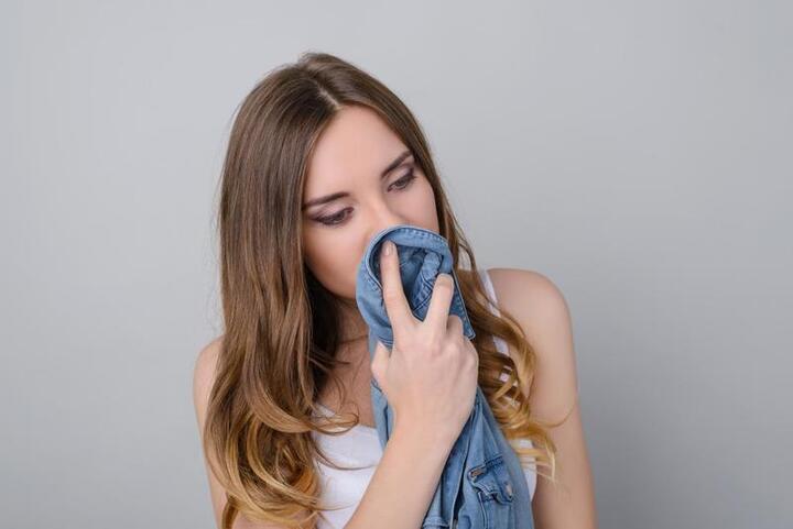 رائحة ثياب شريككِ تحد من توترك