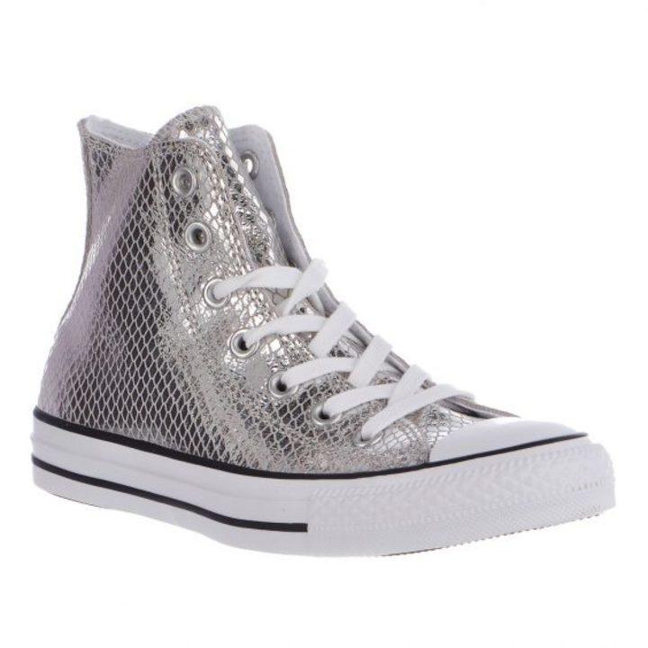 نصائح لإختيار الأحذية الرياضية المناسبة مع فساتين الزفاف