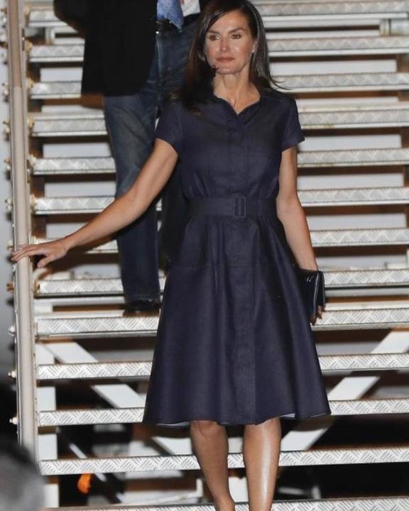 شاهدي كيف تختار الملكة ليتيزيا أزياءها