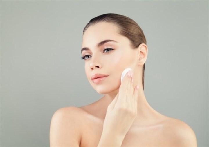 كيف تنظفين بشرتك دون تعريضها للجفاف؟