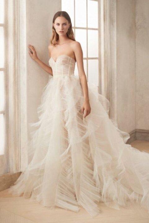 موديلات فساتين زفاف تخفي بروز البطن