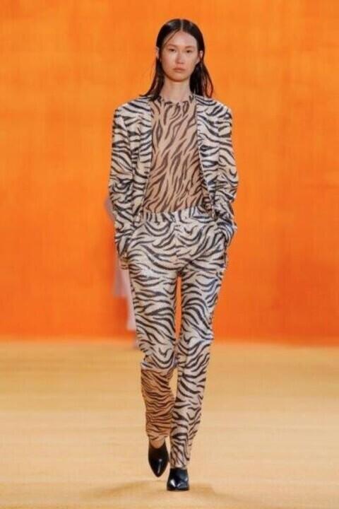 ملابس بطبعات الحيوانات موضة ربيع 2020 بحسب شكل جسمك