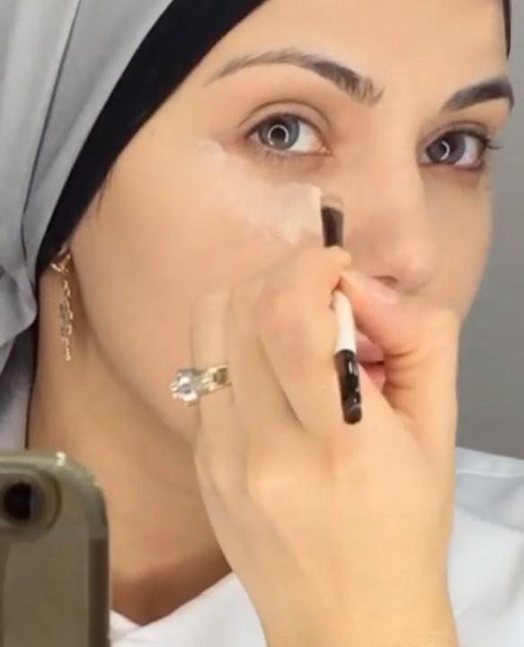 مكياج ناعم يناسب المحجبات بالفيديو والصور