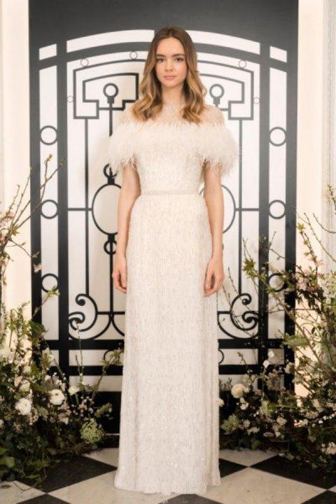 موديلات فساتين زفاف مزينة بالريش 2020
