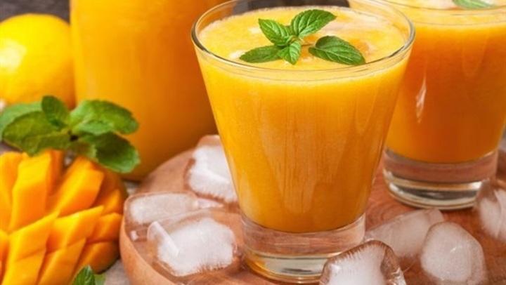 طريقة عمل عصير المانجو والبرتقال بالآيس كريم
