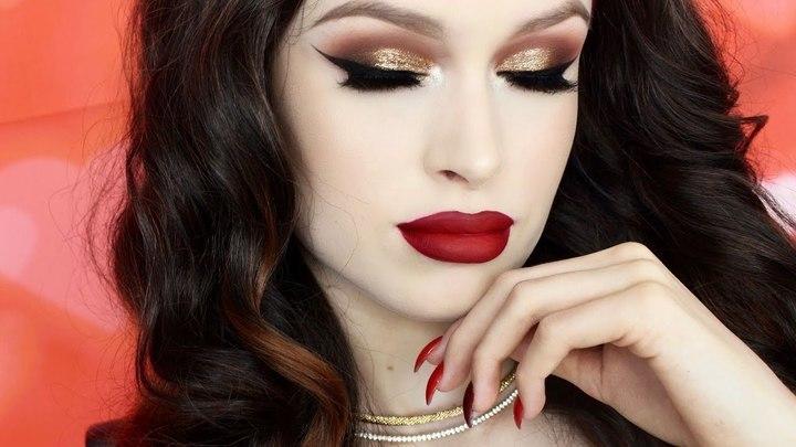 مكياج الجليتر عيون ذهبية وشفاه حمراء