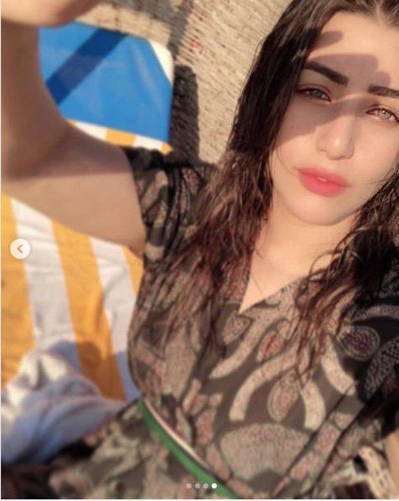 بشعر مبلول وبدون مكياج.. هايدي موسي تستقبل الصيف على الشاطئ..صور