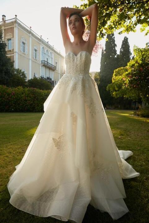 مجموعة فساتين زفاف طوني ورد لعروس 2020