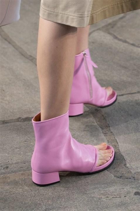 موديلات أحذية صيفية تلائم اطلالاتك العصرية