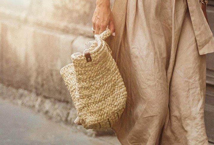 تصاميم حقائب القش إلى واجهة موضة صيف 2019 من جديد