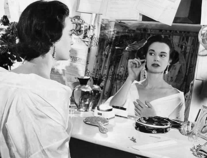 وفاة مصممة الأزياء الشهيرة غلوريا فندربلت