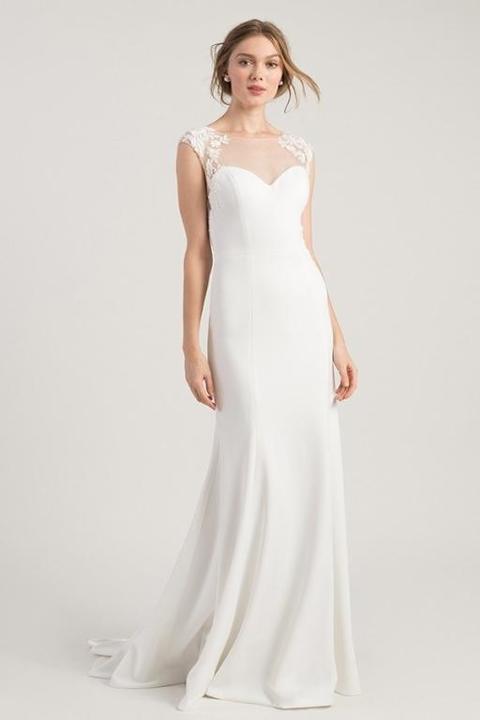 701b54a36 بالصور.. فساتين زفاف بأكمام شفافة مناسبة لعروس هذا العام
